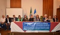 Fórum de Debates Discute Papel do Legislativo, Privilégios nos Poderes e Impeachment