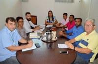 Representantes da Enel Participam de Reunião na Sala de Comissões