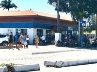 Vereador Pede Instalação de Tendas e Cadeiras em frente à Agência da Caixa