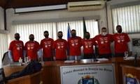 Vereadores Vestem Camiseta Para Celebrar o Junho Vermelho